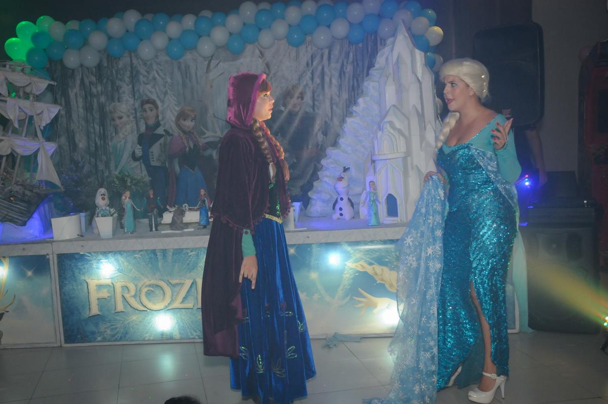 final do show da frozen no Buffet Planeta Prime, Alphaville, SP, festa intantil, tema frozen, Gabriela 3 aninhos