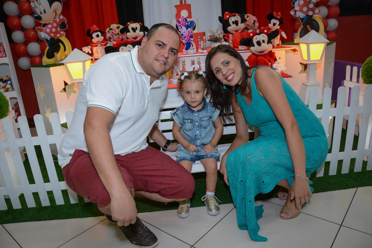 fotografia da família na Festa infantil, Ana Clara 2 aninhos, tema da festa Minie Vermelha, Buffet Balão Mágico, Osaco, SP