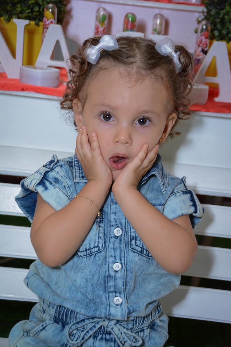 pose para foto na Festa infantil, Ana Clara 2 aninhos, tema da festa Minie Vermelha, Buffet Balão Mágico, Osaco, SP