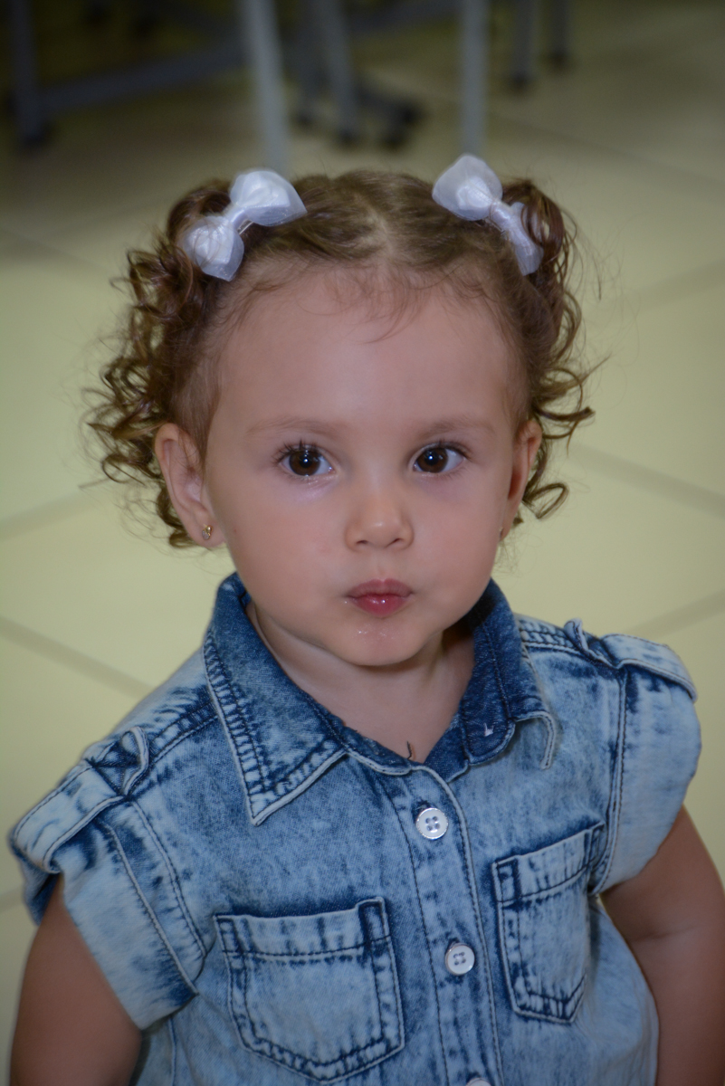fazendo pose para fotografia na Festa infantil, Ana Clara 2 aninhos, tema da festa Minie Vermelha, Buffet Balão Mágico, Osaco, SP
