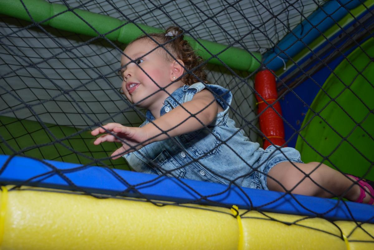 bagunça no brinquedão na Festa infantil, Ana Clara 2 aninhos, tema da festa Minie Vermelha, Buffet Balão Mágico, Osaco, SP