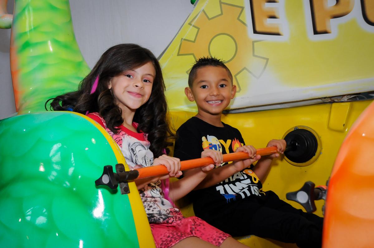 bagunça no barco vick no Festa infantil, Buffet Fábrica da Alegria, aniversário de Laínia 7 anos, tema da festa Monster High