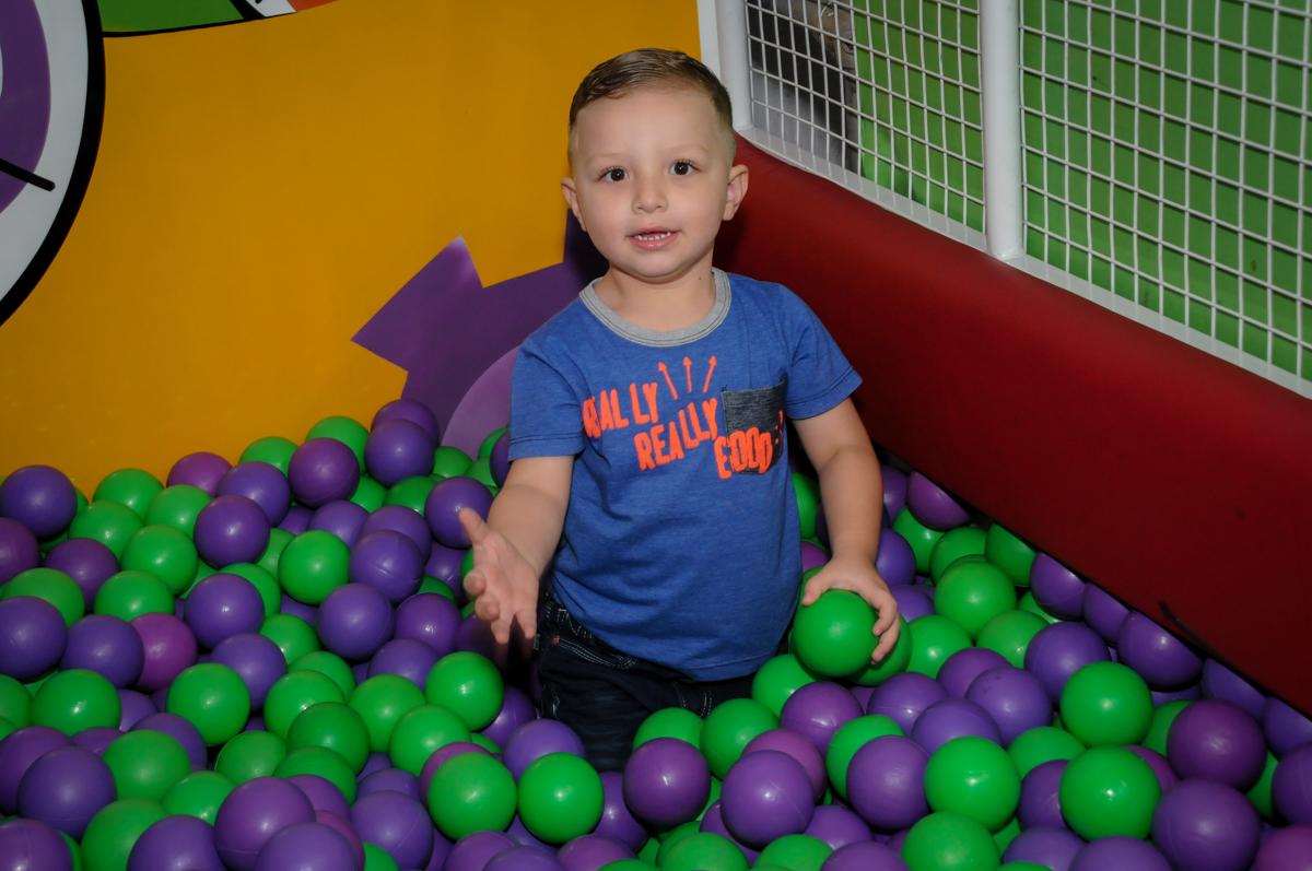 muito bom brincar n piscina d bolinha no Festa infantil, Buffet Fábrica da Alegria, aniversário de Laínia 7 anos, tema da festa Monster High