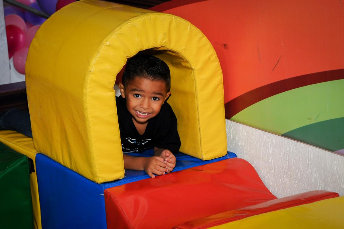 brincando na área baby no Festa infantil, Buffet Fábrica da Alegria, aniversário de Laínia 7 anos, tema da festa Monster High