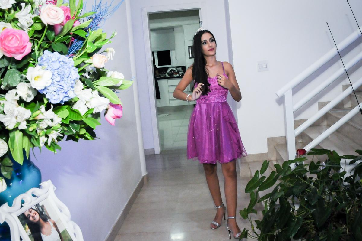 aniversariante chega ao salão de fstas no Condomínio Alphaville, festa 15 anos Maria Eduard 15 anos