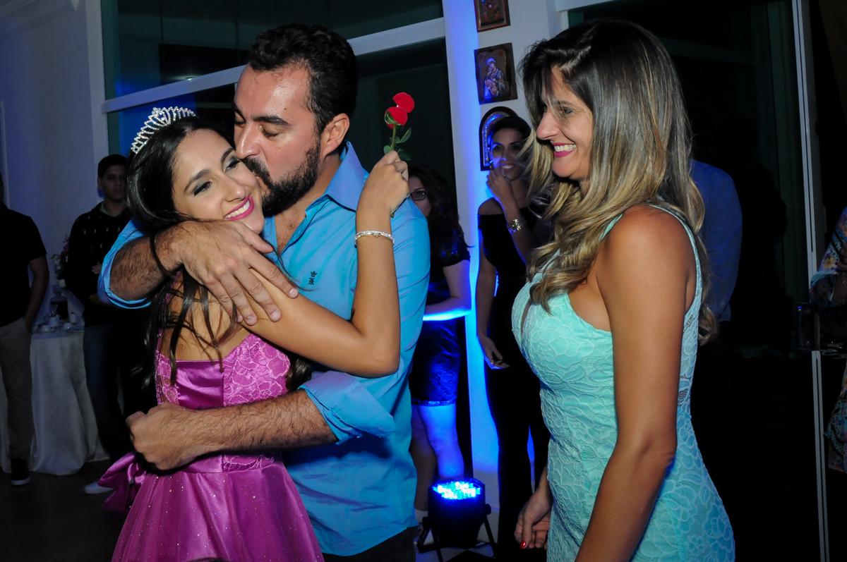beijo do pai no Condomínio Alphaville, festa 15 anos Maria Eduard 15 anos