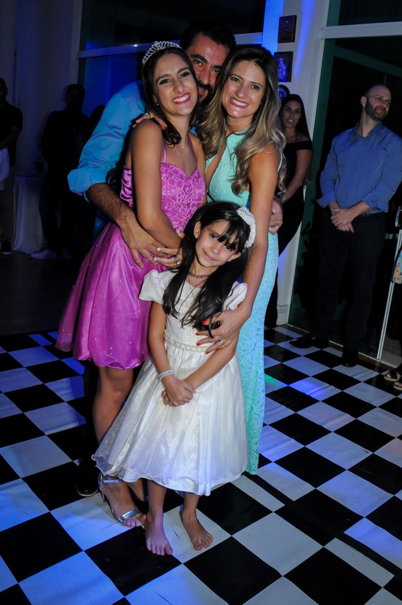 foto de família no Condomínio Alphaville, festa 15 anos Maria Eduard 15 anos