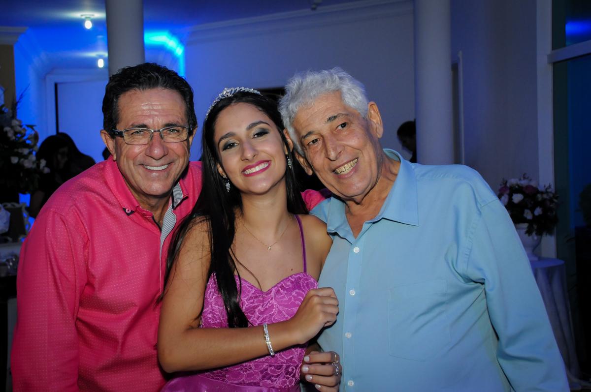 foto com o vô no Condomínio Alphaville, festa 15 anos Maria Eduard 15 anos