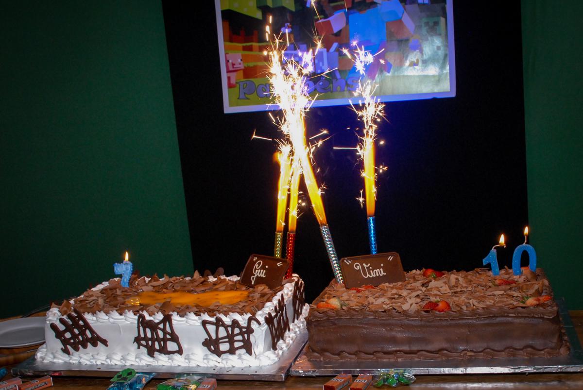 bolo de aniversário na Aniversário infantil, festa de Guilherme 7 anos tema da mesa minicraft, no Buffet Fábrica da Alegria, Morumbi,SP