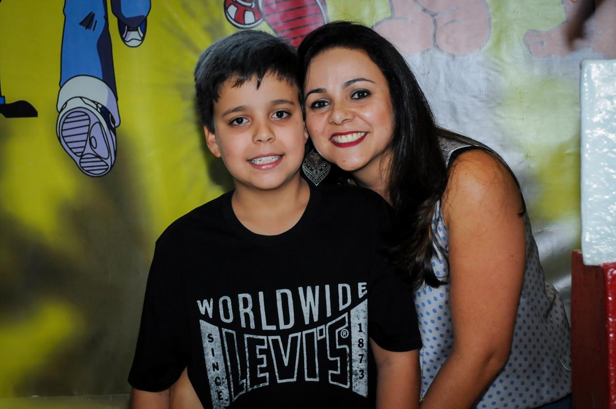 fotografia mãe e filho no Festa infantil fotografia infantil aniversário de Arthur 10 anos e Marina 8 anos, buffet Magic Joy, Saude, SP, tema da festa cartoon