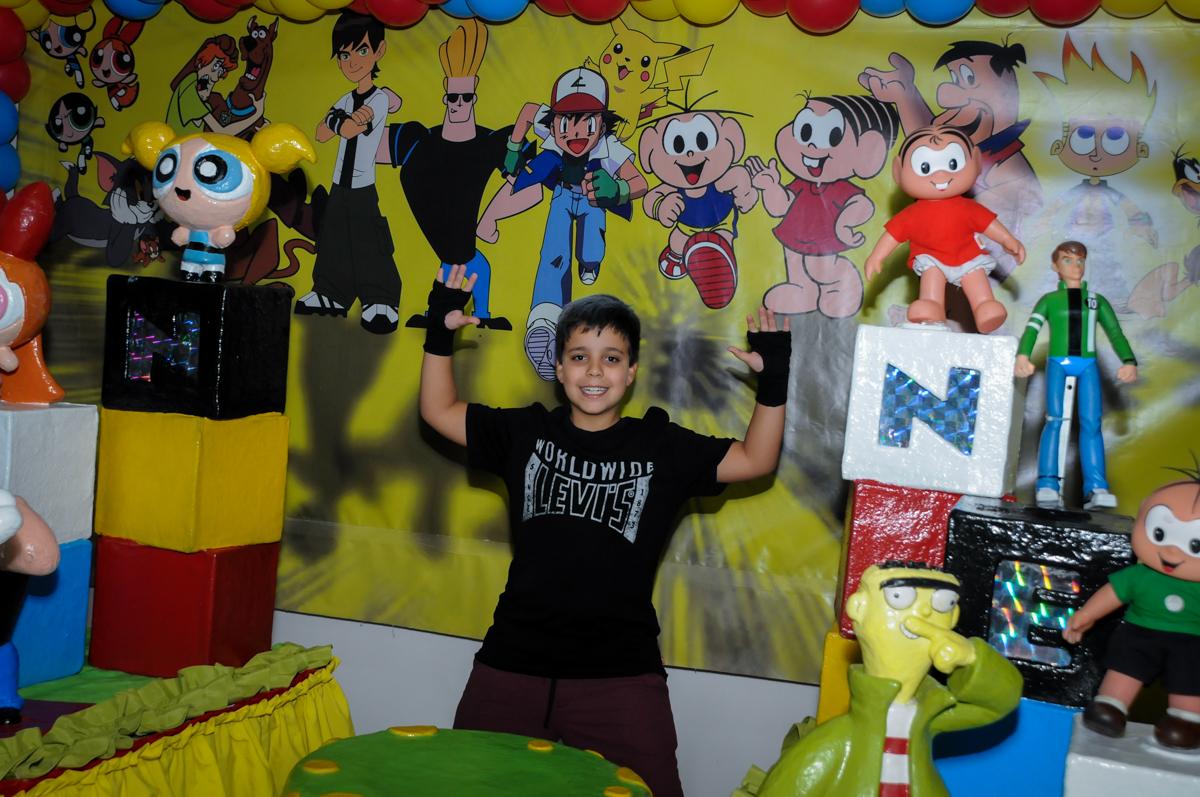 fotografia d aniversariante na Festa infantil fotografia infantil aniversário de Arthur 10 anos e Marina 8 anos, buffet Magic Joy, Saude, SP, tema da festa cartoon