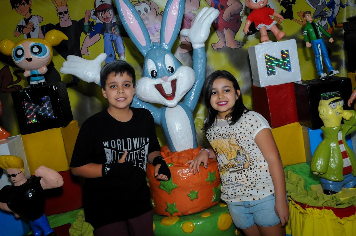 fotografia na mesa decorada na Festa infantil fotografia infantil aniversário de Arthur 10 anos e Marina 8 anos, buffet Magic Joy, Saude, SP, tema da festa cartoon