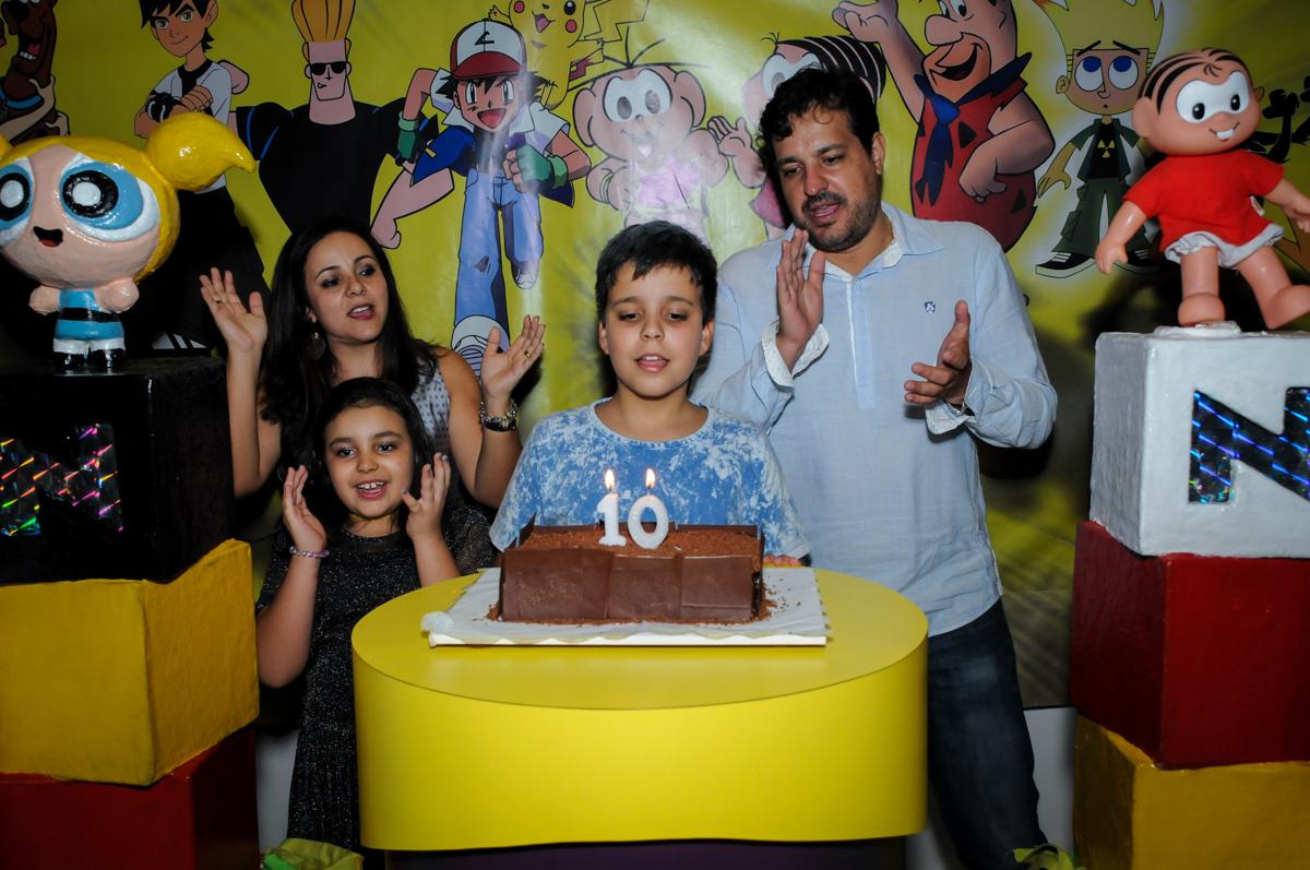 canatando parabéns na Festa infantil fotografia infantil aniversário de Arthur 10 anos e Marina 8 anos, buffet Magic Joy, Saude, SP, tema da festa cartoon
