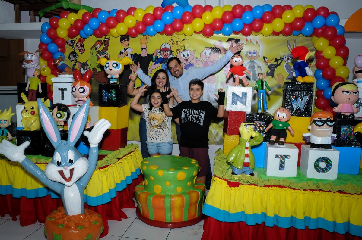 fotografia da família na Festa infantil fotografia infantil aniversário de Arthur 10 anos e Marina 8 anos, buffet Magic Joy, Saude, SP, tema da festa cartoon