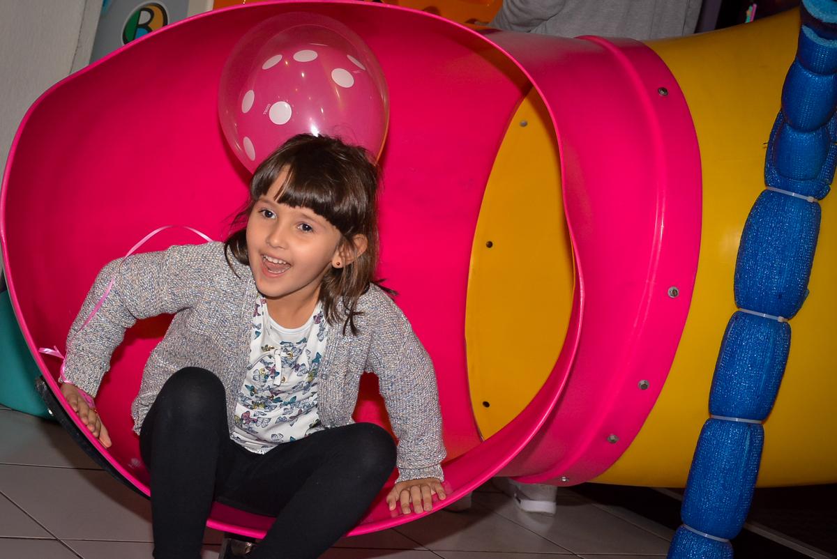 escorregador-do-brinquedao-no-buffet-magic-joy-saude-sao-paulo-sp-fotografia-infantil-aniversario-de-isadora-6-anos-tema-da-festa-rapunzel