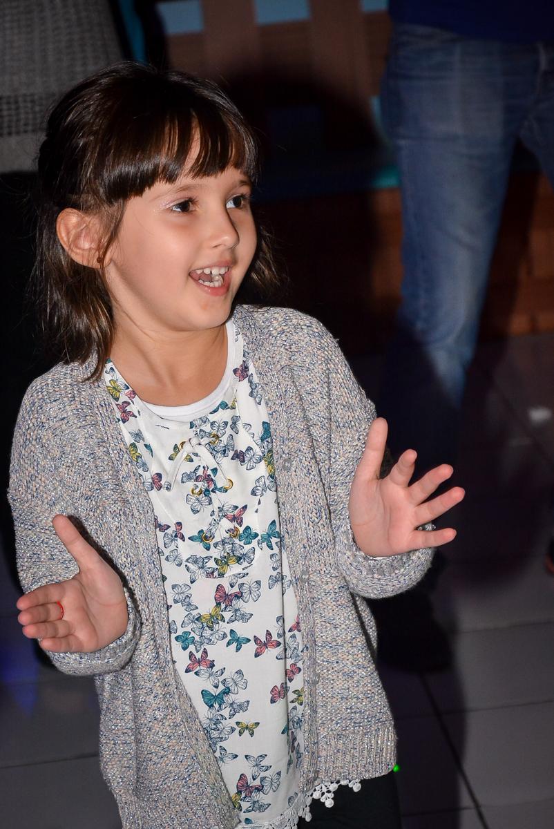 hora-da-balada-no-buffet-magic-joy-saude-sao-paulo-sp-fotografia-infantil-aniversario-de-isadora-6-anos-tema-da-festa-rapunzel