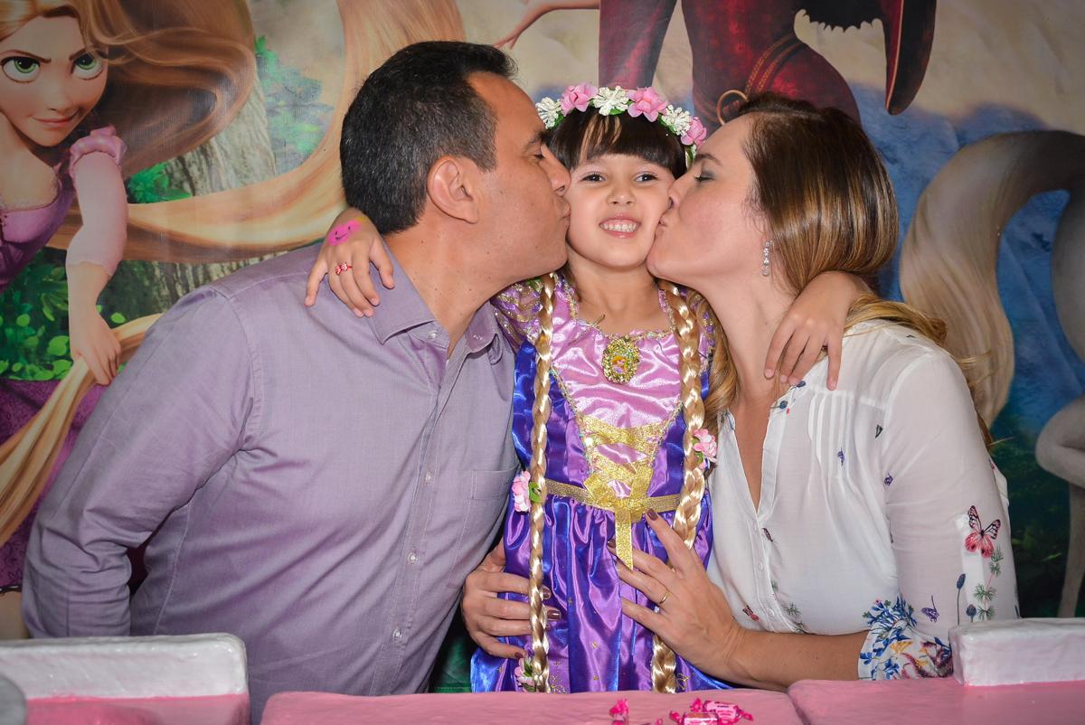 beijinho-sanduiche-no-buffet-magic-joy-saude-sao-paulo-sp-fotografia-infantil-aniversario-de-isadora-6-anos-tema-da-festa-rapunzel