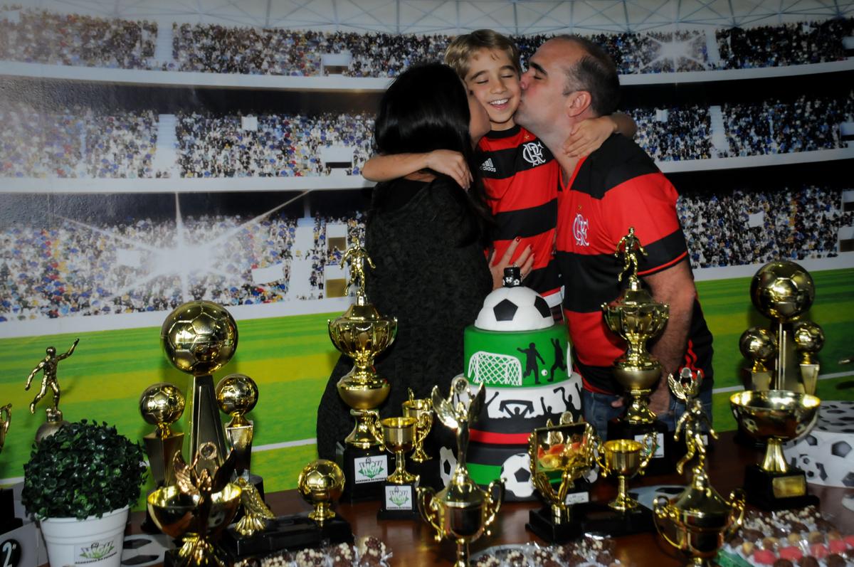 beijo-sanduiche-no-Buffet-High-Soccer-Morumbi-São-paulo-SP-festa-infantil-aniversário-de-Felipe-8-anos-tema-da-festa-futebo