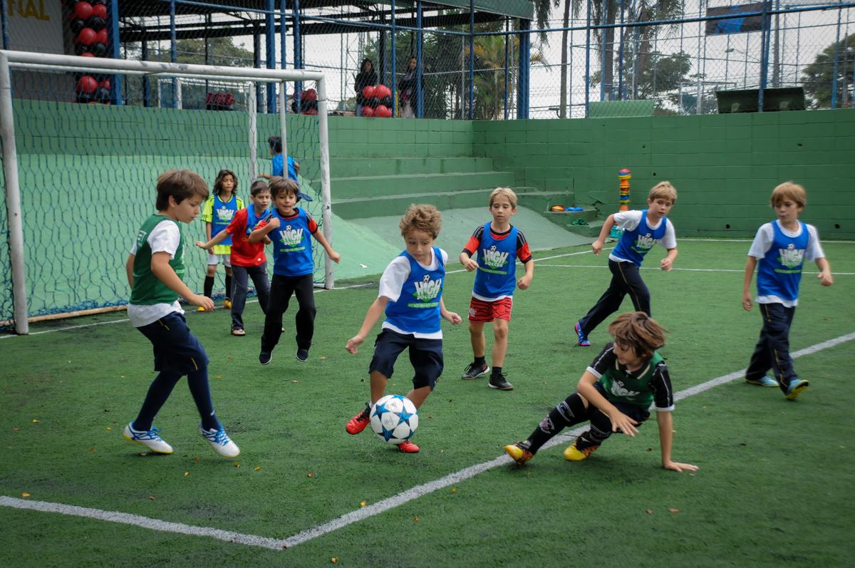 jogo-animado-no-Buffet-High-Soccer-Morumbi-São-paulo-SP-festa-infantil-aniversário-de-Felipe-8-anos-tema-da-festa-futebo