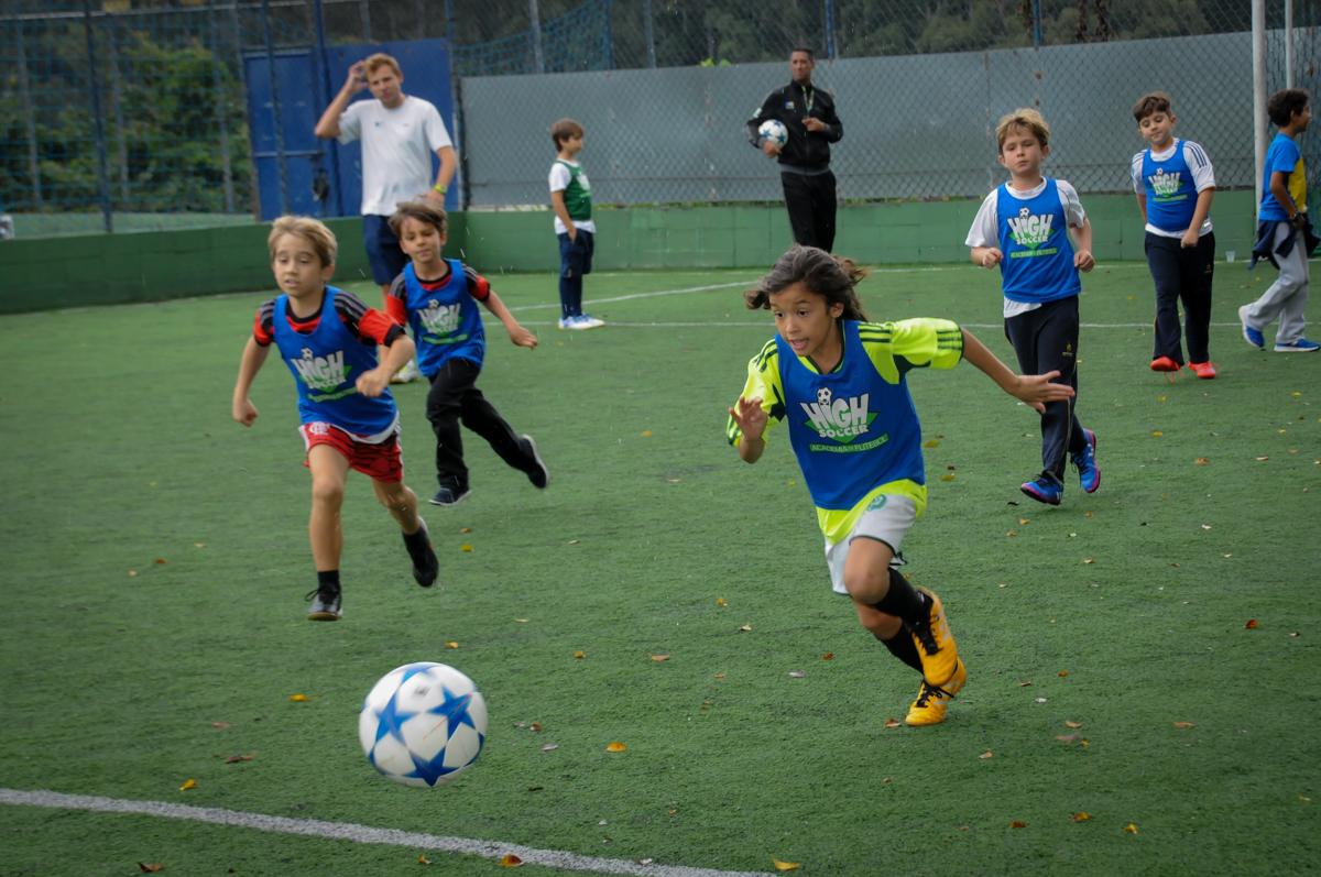 muita-energia-para-jogar-no-Buffet-High-Soccer-Morumbi-São-paulo-SP-festa-infantil-aniversário-de-Felipe-8-anos-tema-da-festa-futebo
