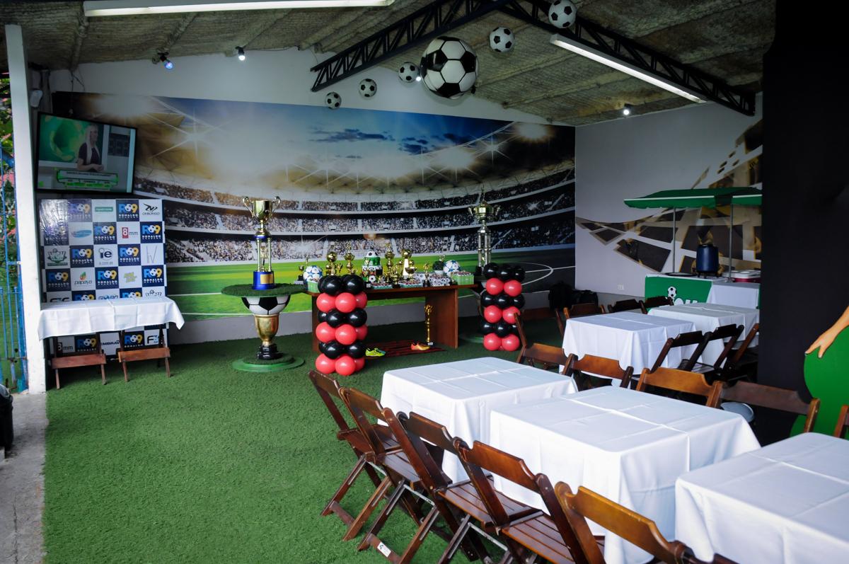 salão-da-festa-no-Buffet-High-Soccer-Morumbi-São-paulo-SP-festa-infantil-aniversário-de-Felipe-8-anos-tema-da-festa-futebo