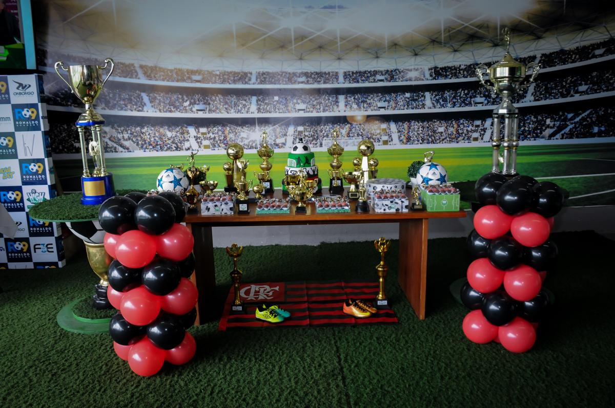 Mesa-temática-no-Buffet-High-Soccer-Morumbi-São-paulo-SP-festa-infantil-aniversário-de-Felipe-8-anos-tema-da-festa-futebo