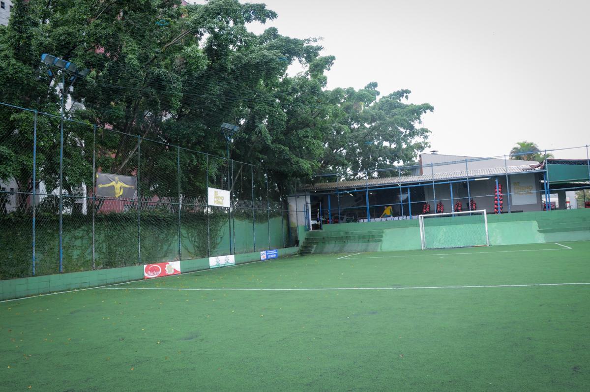campo-de-futebol-no-Buffet-High-Soccer-Morumbi-São-paulo-SP-festa-infantil-aniversário-de-Felipe-8-anos-tema-da-festa-futebo