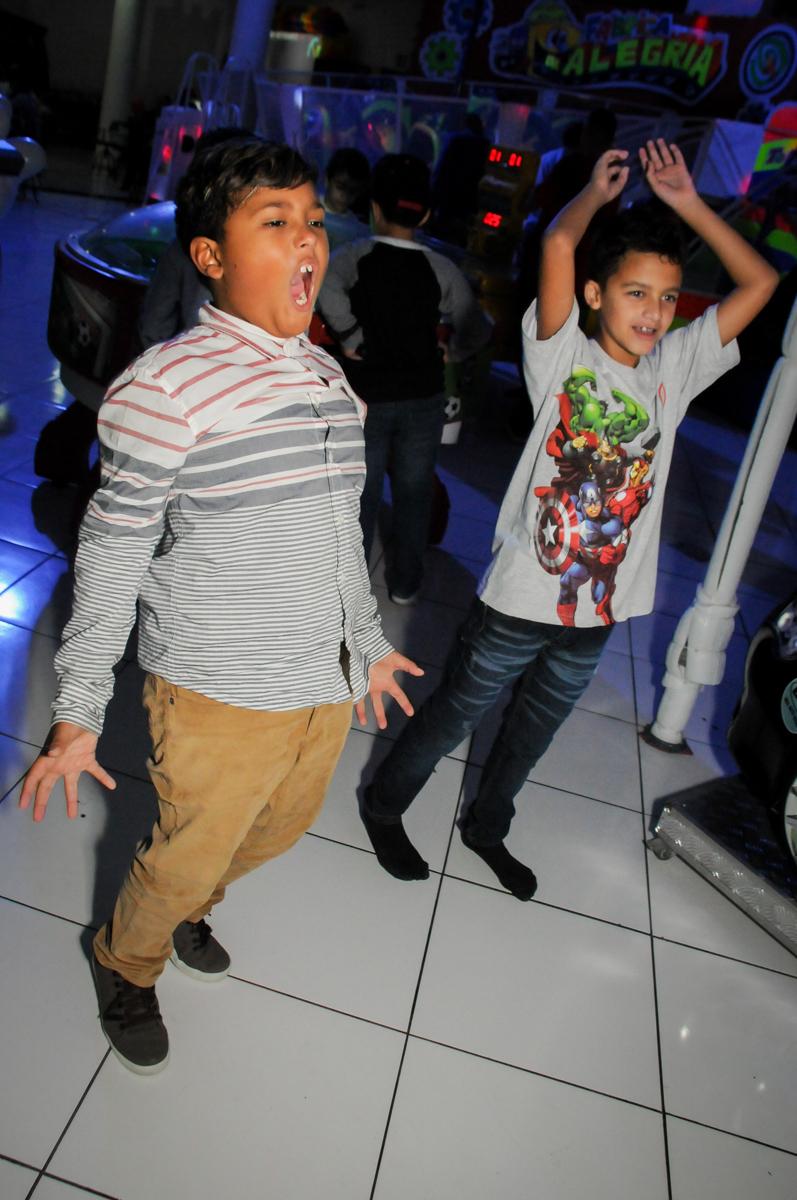 dançando-no-x-box-no-Buffet-Fábrica-da-Alegria-Morumbi-S-Paulo-SP-fotografia-infantil-festa-infantil-tema-da-festa-minicraft