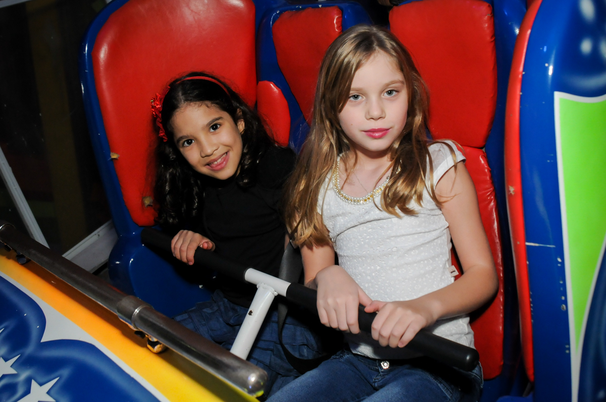 muita-alegria-no-brinquedo-jornada-nas-estrelas-no-Buffet-Fábrica-da-Alegria-Morumbi-S-Paulo-SP-fotografia-infantil-festa-infantil-tema-da-festa-minicraft