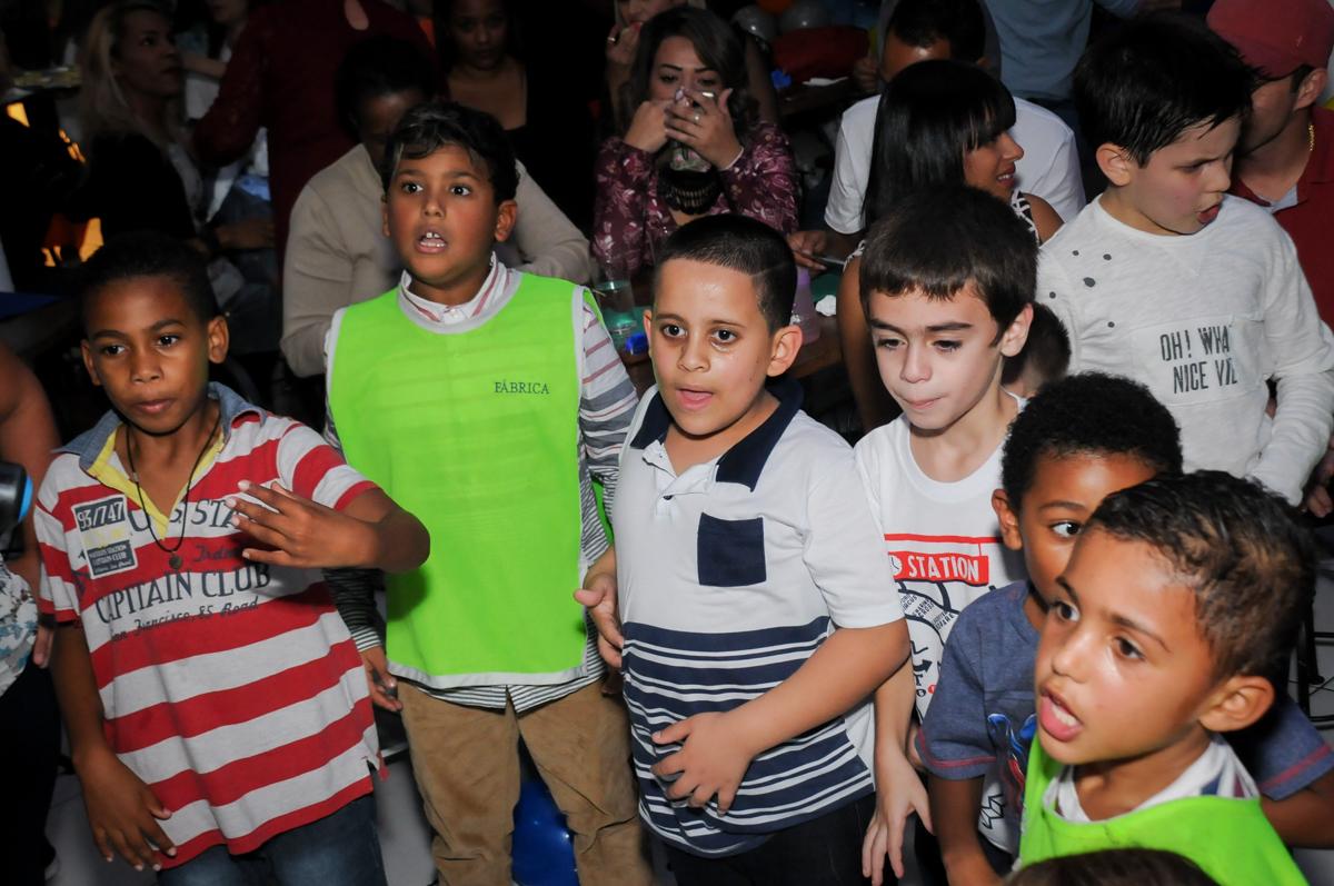 hora-do-show-dos-palhaços-no-Buffet-Fábrica-da-Alegria-Morumbi-S-Paulo-SP-fotografia-infantil-festa-infantil-tema-da-festa-minicraft