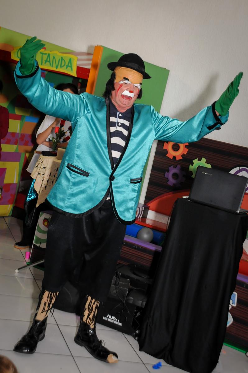 palhaço-animado-no-Buffet-Fábrica-da-Alegria-Morumbi-S-Paulo-SP-fotografia-infantil-festa-infantil-tema-da-festa-minicraft