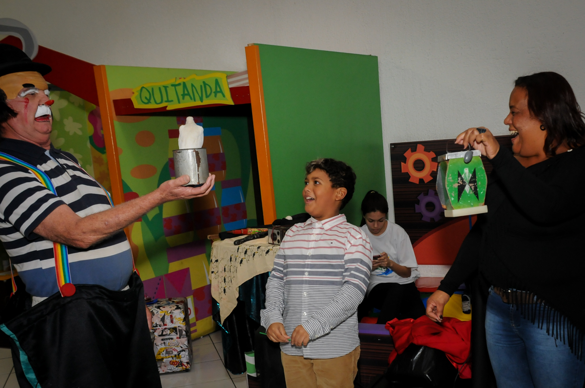 aniversariante-curte-show-dos-palhaços-no-Buffet-Fábrica-da-Alegria-Morumbi-S-Paulo-SP-fotografia-infantil-festa-infantil-tema-da-festa-minicraft