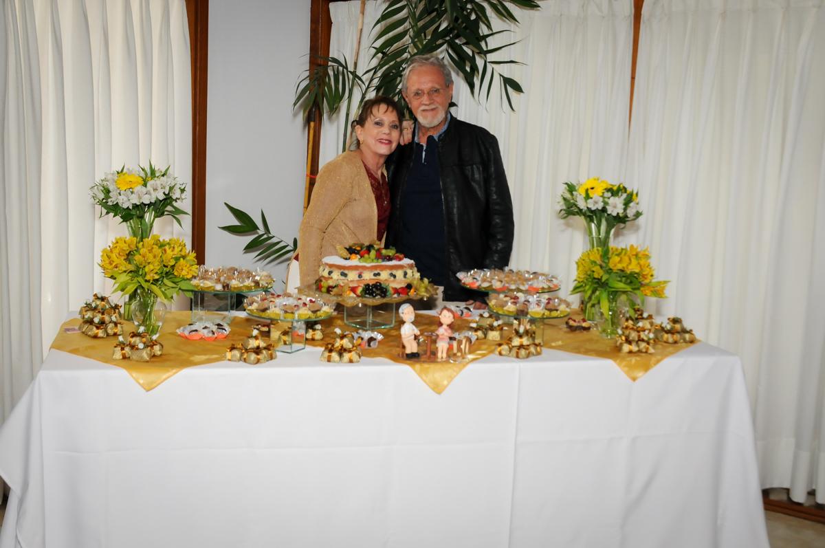 fotografia-do-casal-no-sítio-granja-viana-festa-adulto-bodas-de-ouro-placidia-e-eider