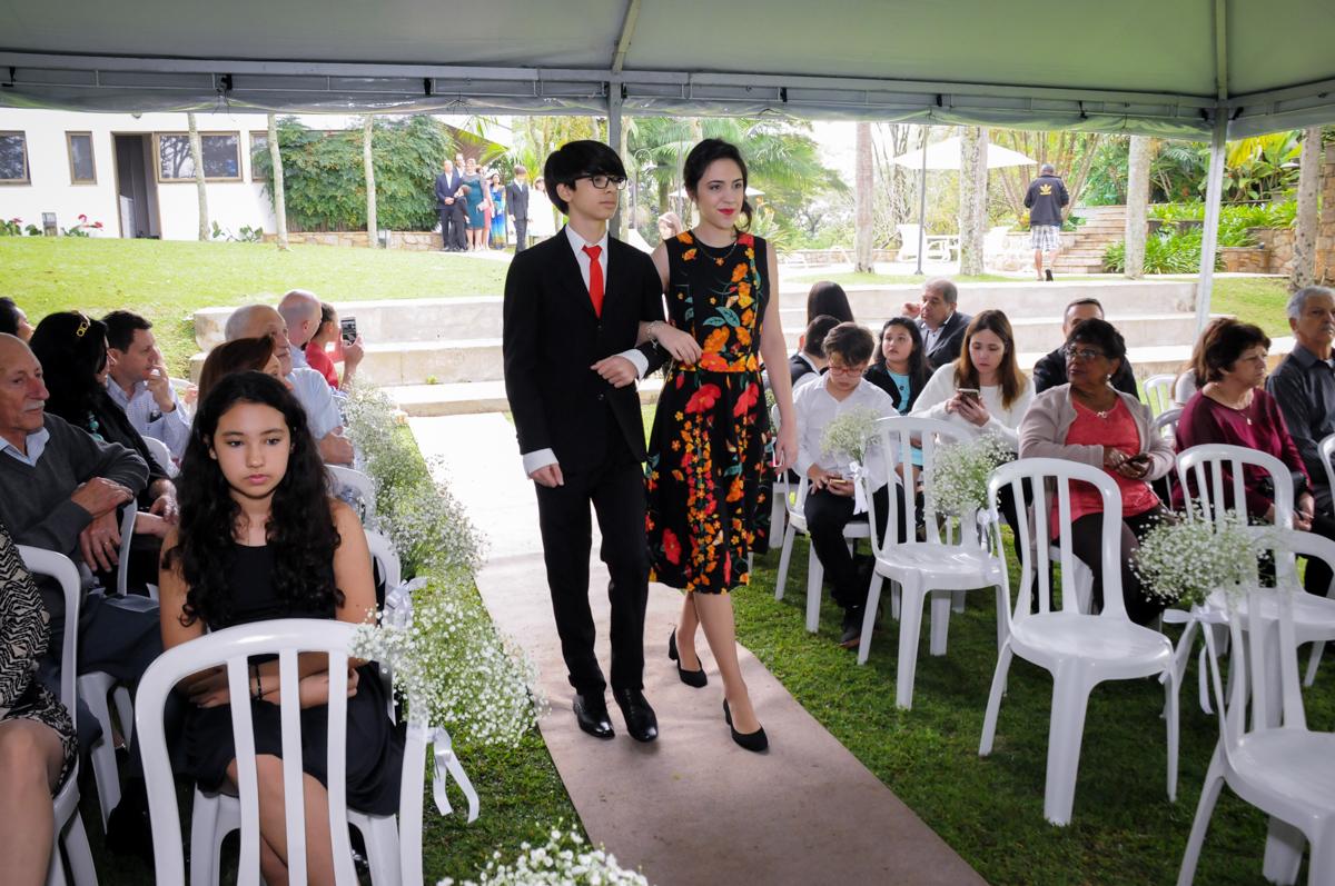 entrada-dos-netos-para-cerimônia-no-sítio-granja-viana-festa-adulto-bodas-de-ouro-placidia-e-eider