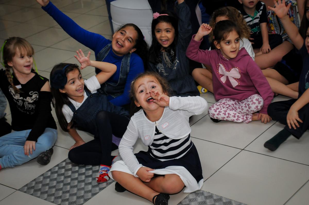 as-crianças-brincam-no-buffet-comics-morumbi-sp-festa-infantil-fotografia-de-marina-5-anos-tema-da-festa-carrossel