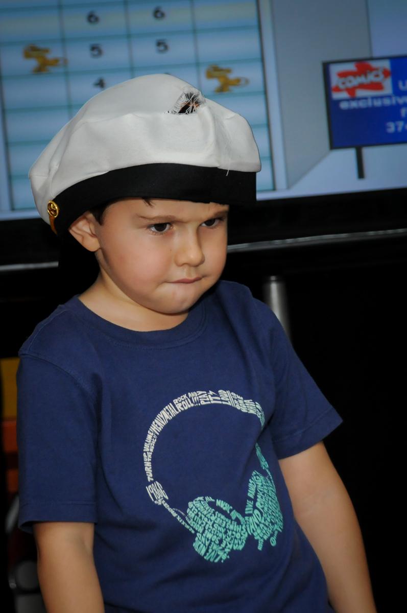 brincando-de-estátua-no-buffet-comics-morumbi-sp-festa-infantil-fotografia-de-marina-5-anos-tema-da-festa-carrossel