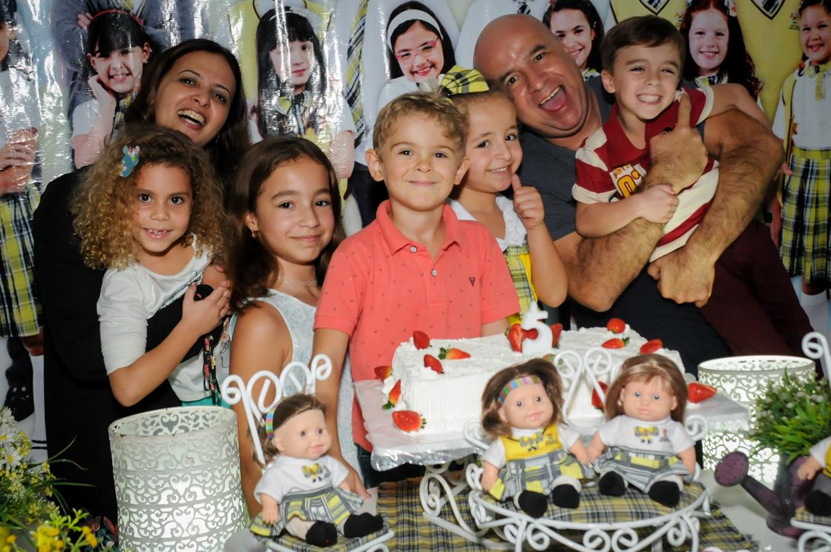 cantando-parabéns-no-buffet-comics-morumbi-sp-festa-infantil-fotografia-de-marina-5-anos-tema-da-festa-carrossel