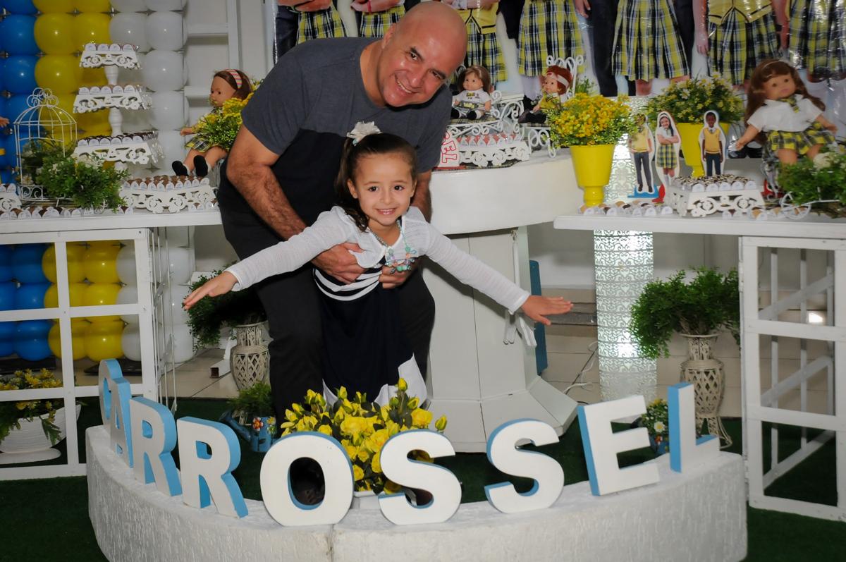 fotografia-pai-e-filha-no-buffet-comics-morumbi-sp-festa-infantil-fotografia-de-marina-5-anos-tema-da-festa-carrossel