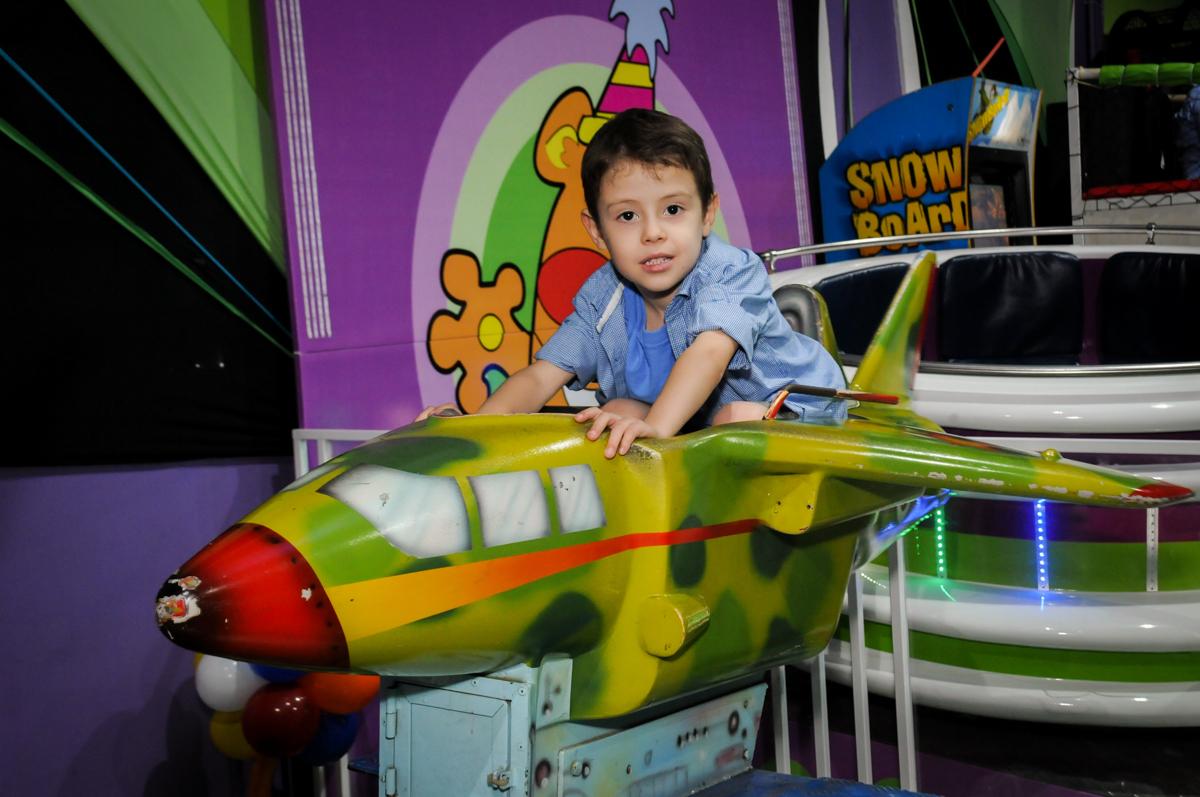 pilotando o aviao no buffet balaktoon, sao paulo, sp