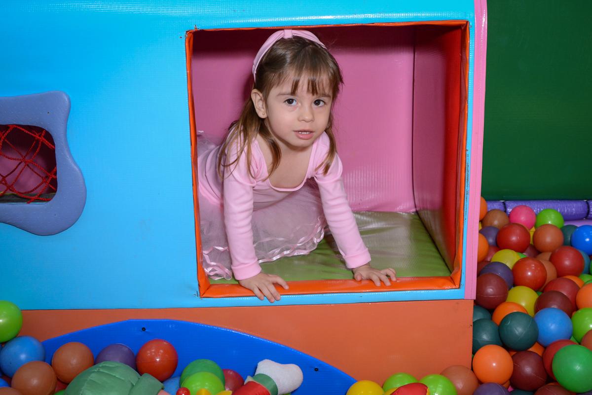brincadeira animada na área baby no Buffet Espaço Play, Osasco, São Paulo