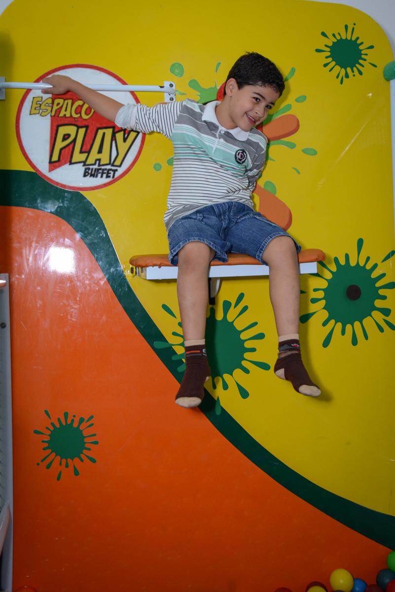 brincando no tombo legal no Buffet Espaço Play, Osasco, São Paulo