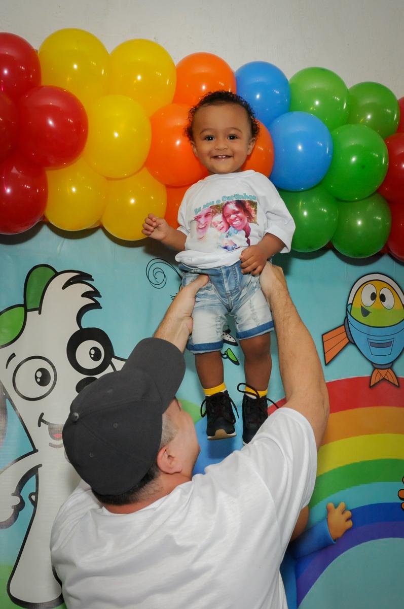 bagunça com o aniversariante no Buffet Fábrica da Alegria, Morumbi, SP, aniversário de Carlos 1 ano, tema da mesa Discovery Kids