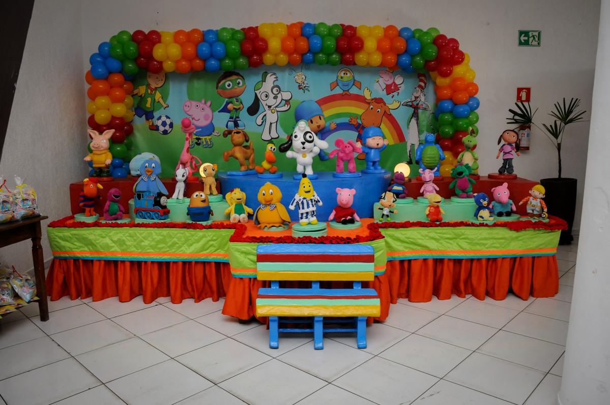 mesa tematica no Buffet Fábrica da Alegria, Morumbi, SP, aniversário de Carlos 1 ano, tema da mesa Discovery Kids