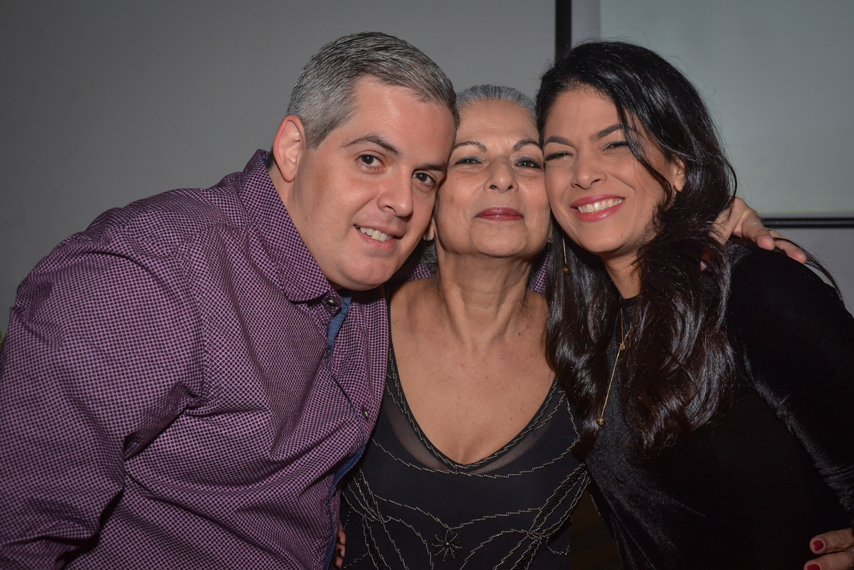 foto mãe e filhos no Buffet Estação Club, Moema, São Paulo, SP