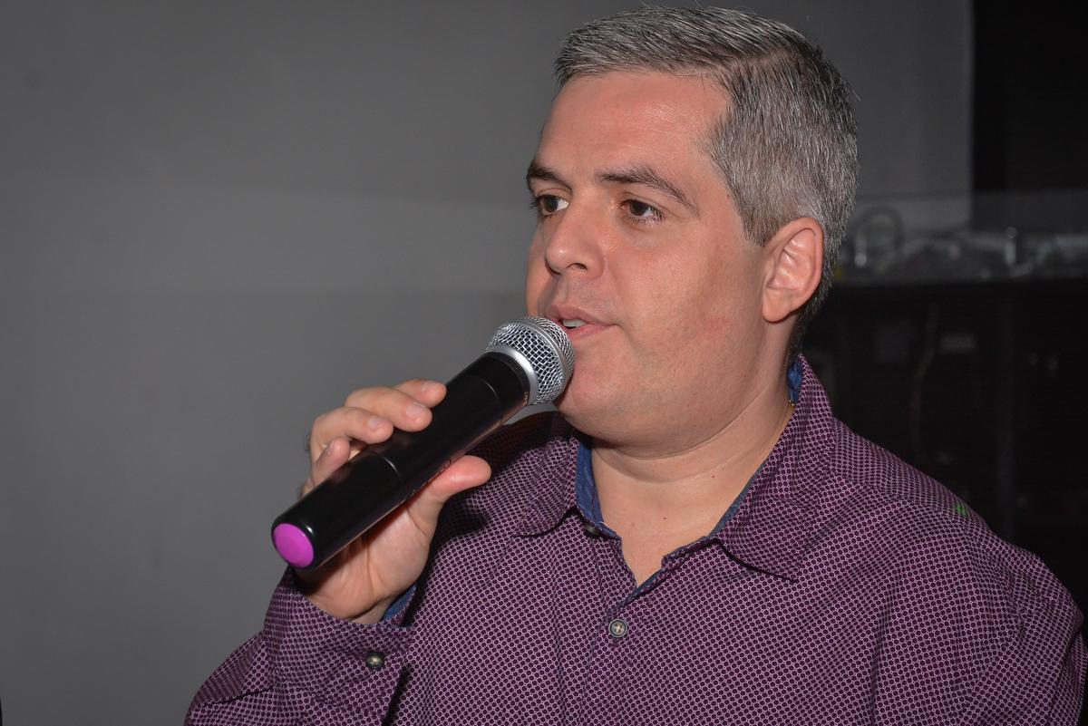 hora do discurso do filho no Buffet Estação Club, Moema, São Paulo, SP