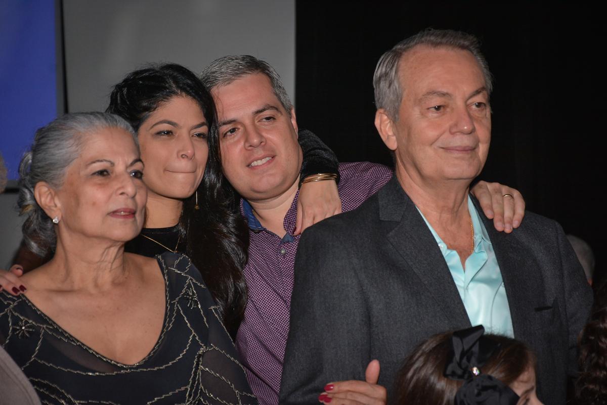 a família também assistem ao show no Buffet Estação Club, Moema, São Paulo, SP