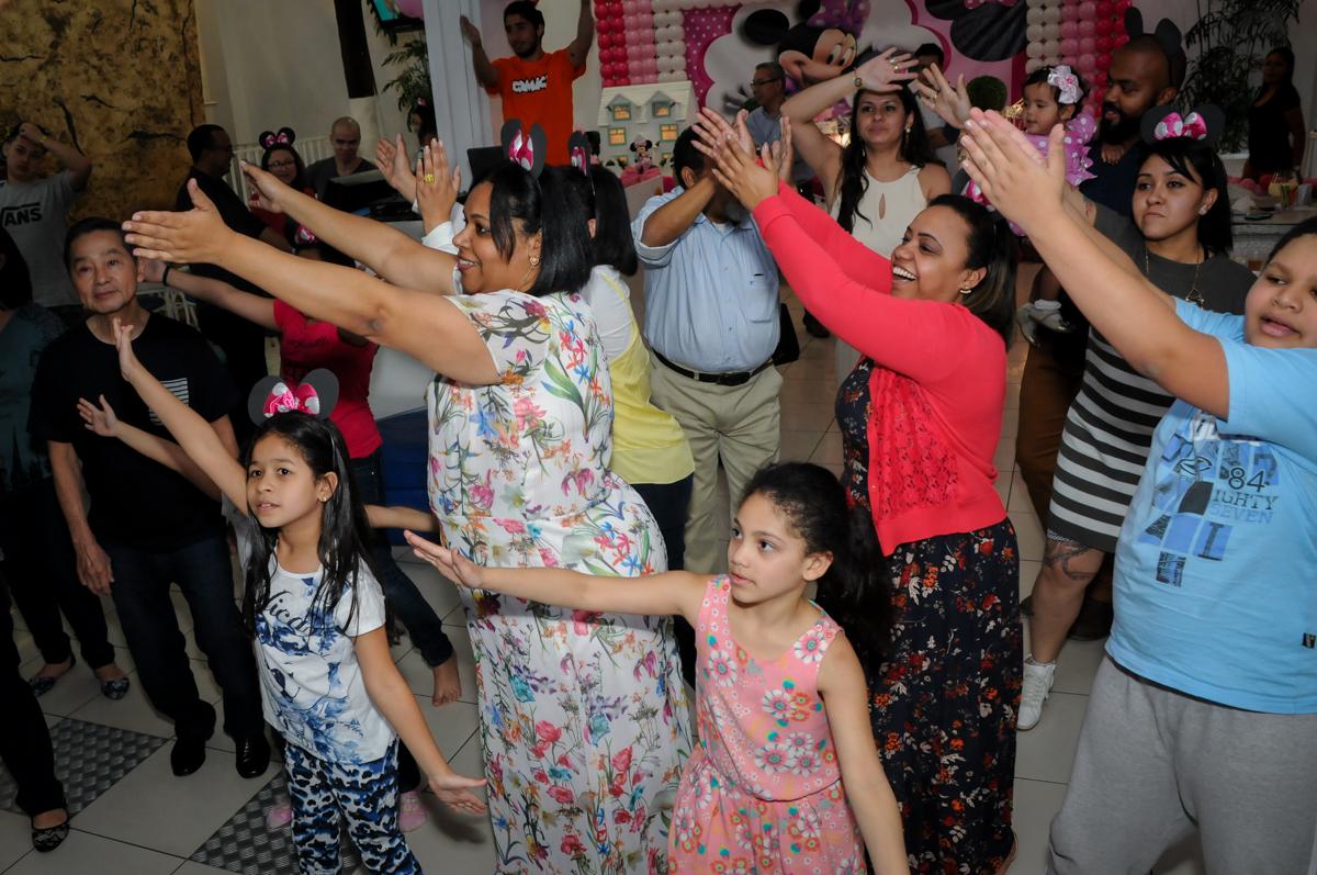 os adultos caem na balada no Buffet Comics, Morumbi, São Paulo, SP, aniversario de Giovanna 1 aninho, tema da festa, minie rosa