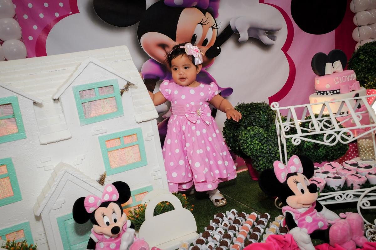 pose para a foto no Buffet Comics, Morumbi, São Paulo, SP, aniversario de Giovanna 1 aninho, tema da festa, minie rosa