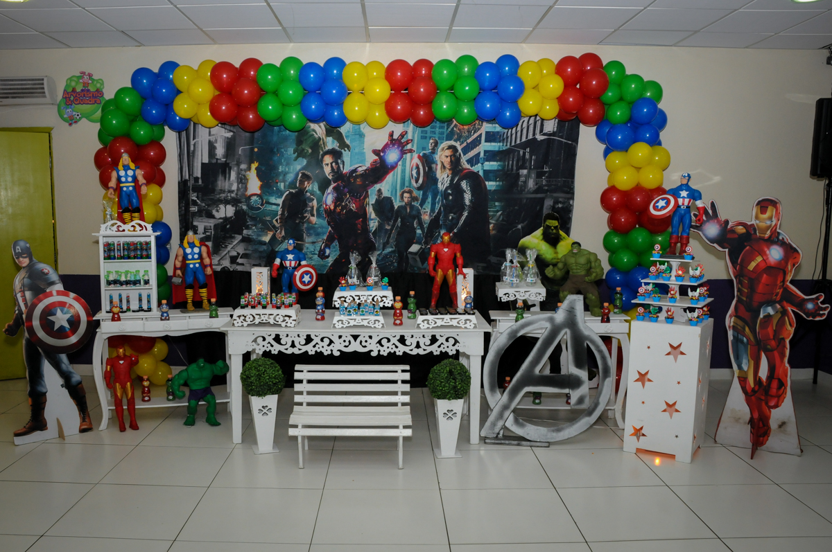 mesa decorada no Buffet Seven For Seven, Granja Viana, São Paulo, SP, aniversário de Davi 5 anos, tema da festa Power Ranjer