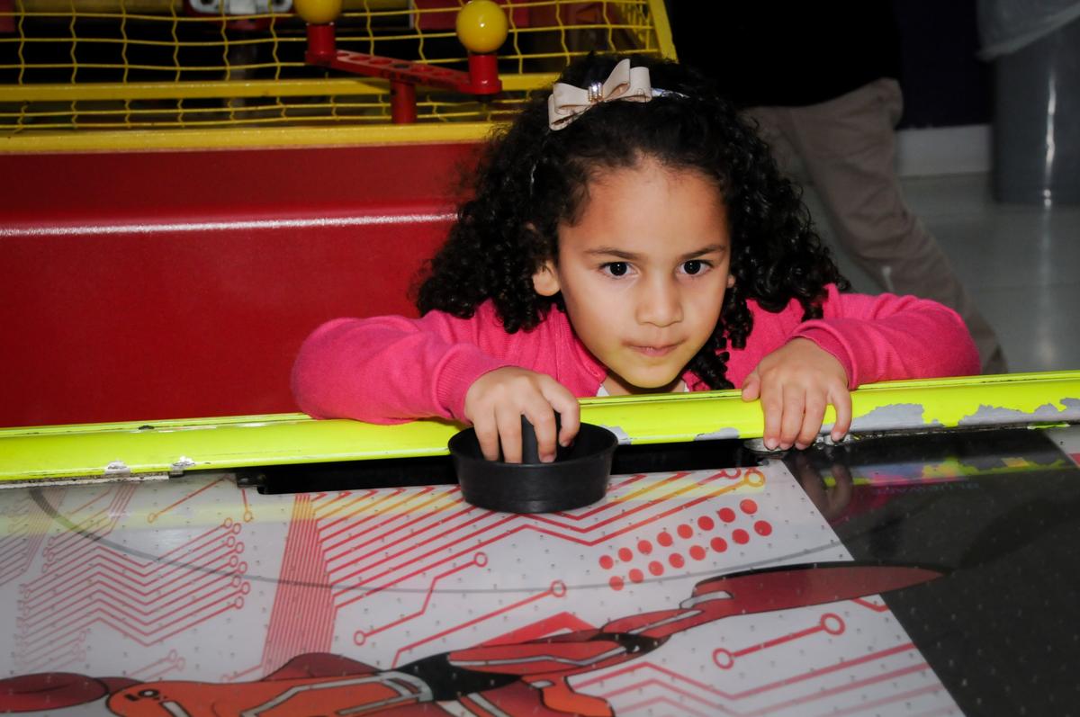 jogo de futebol de mesa no Buffet Seven For Seven, Granja Viana, São Paulo, SP, aniversário de Davi 5 anos, tema da festa Power Ranjer